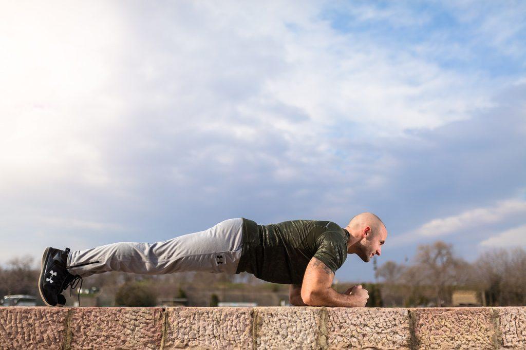 cviky na břicho- plank