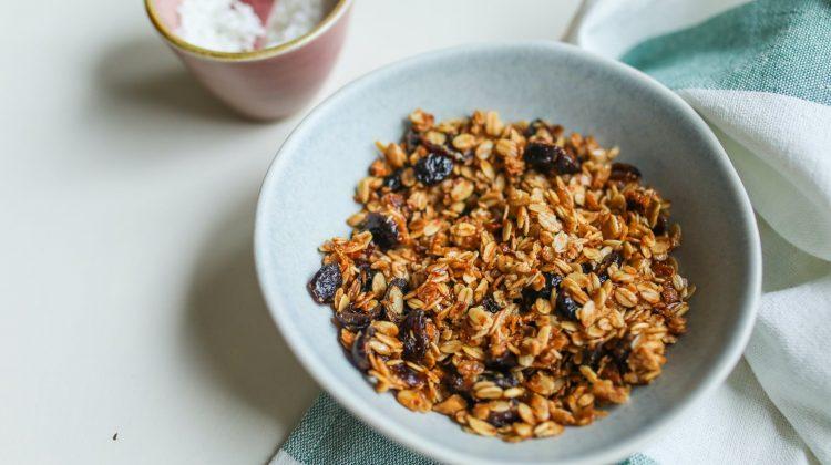 Proč jsou ovesné vločky klíčové ve fitness výživě? +2 rychlé snídaňové recepty