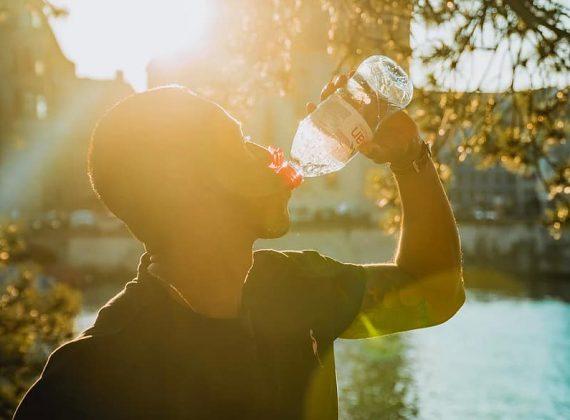 Jak správně cvičit, když je venku vedro
